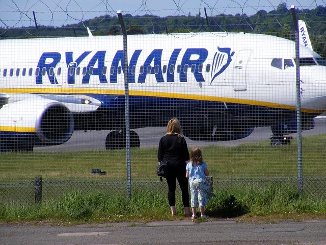 aircraft-13608_640
